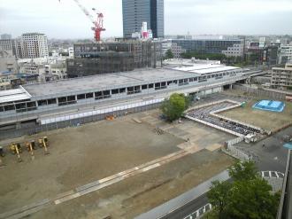 東街区再開発ビル建設予定地と東急武蔵小杉駅
