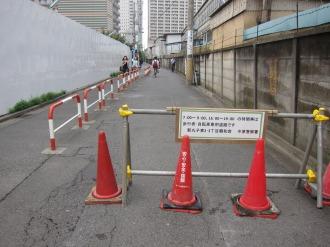 旧中小企業婦人会館跡地南側の交通規制
