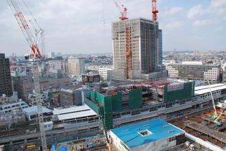 東急武蔵小杉駅ビルと、エクラスタワー武蔵小杉