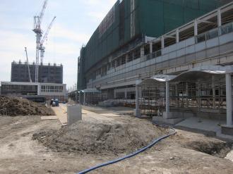 地下で駐輪場の建設が進む東街区