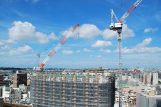 ミッドスカイタワーから見たグランドウイングタワー