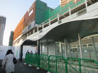 東急武蔵小杉駅への歩行者出入口