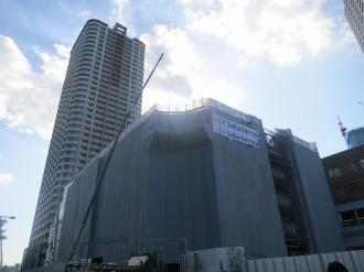 東街区の「LaLaテラス」とグランドウイングタワー