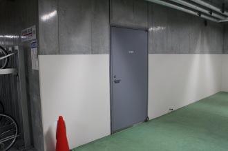 駐輪場内の防災倉庫