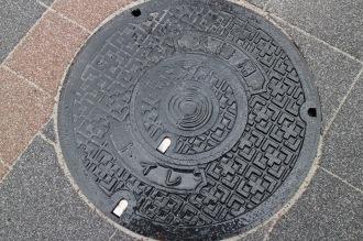 武蔵小杉駅東口駅前広場の手押し井戸