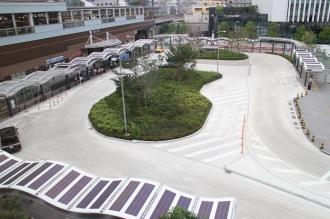 モニュメントが設置される武蔵小杉駅東口駅前広場