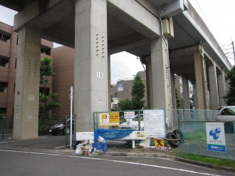 今井仲町の南武線高架下保育所建設予定地