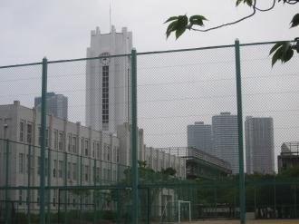 現在の時計塔と武蔵小杉のタワーマンション