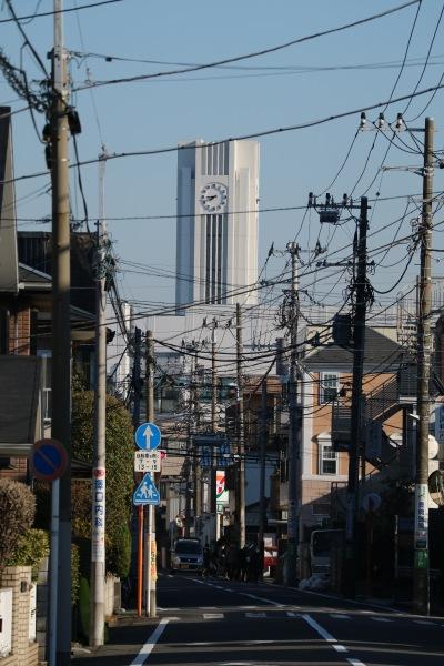 木月の住宅街から見える時計塔