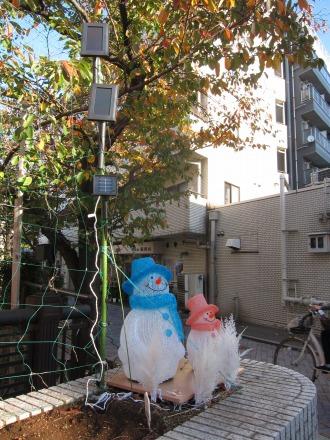 かつてのLED雪だるま人形とソーラーパネル(過去エントリより)