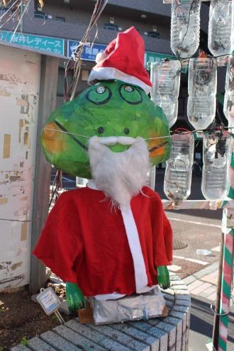 法政通り商店街の「ニカッパ君」のクリスマス仕様