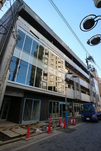 完成に近づく複合ビル