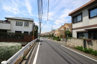 井田病院方面から「さくらが丘 Isaac日吉」に近づく