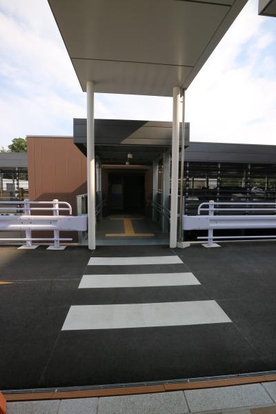 立体駐車場への連絡通路