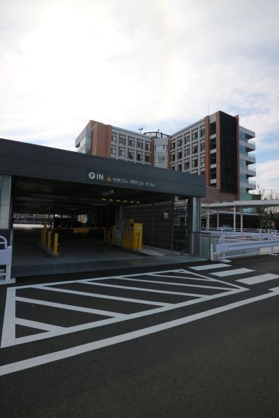 井田病院の立体駐車場入口