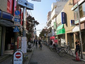 近接する既存商店街「医大モール」