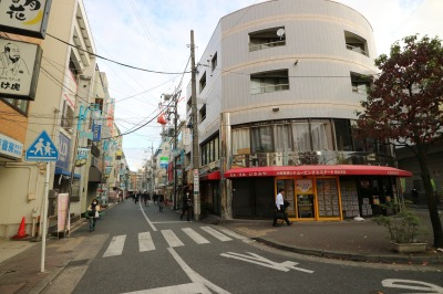 B案、C案で通学区域に含まれる新丸子駅前