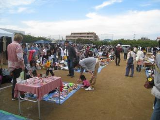 日本医大グラウンドのフリーマーケット