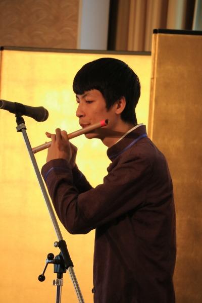 ベトナムの笛「サオ」の演奏