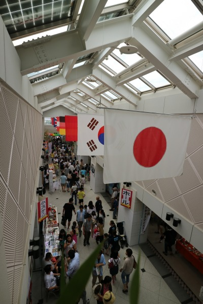 にぎわう国際交流センター