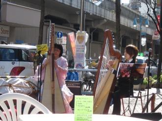 新丸子駅西口広場で開催された「インユニCafe」