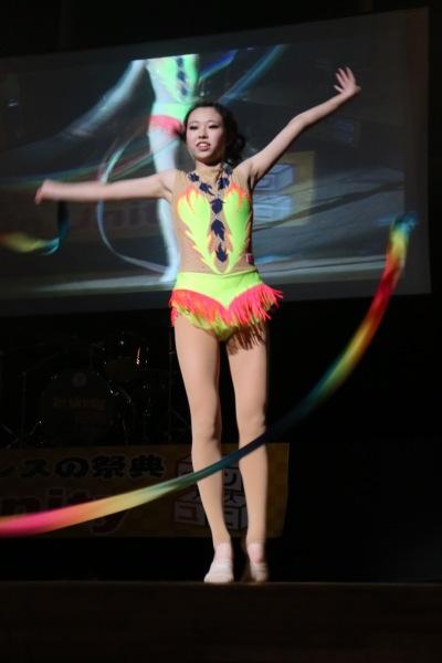 新体操部の華麗な演技