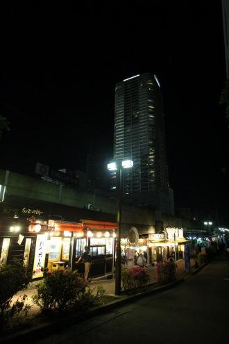 南武線高架とプラウドタワー武蔵小杉