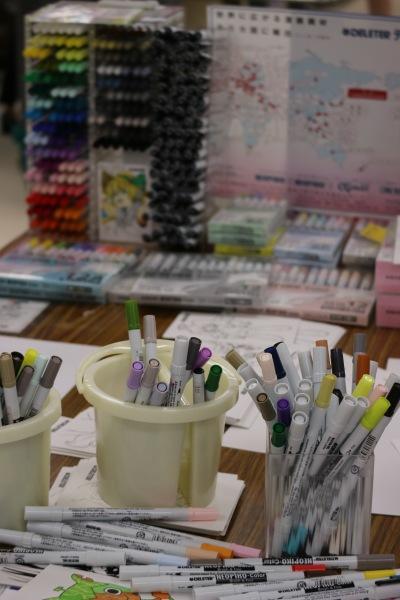 画材メーカー「デリータ―」の画材体験