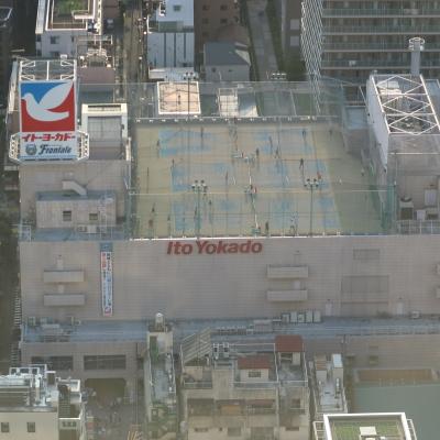 屋上のテニススクール