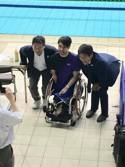 パラリンピック競泳金メダリストの河合純一さんと鈴木大地さん
