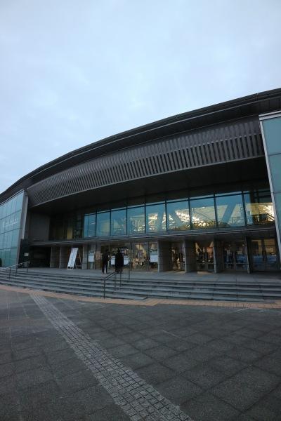 横浜国際プールの観客席入口