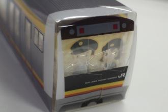 「多摩川梨ジャムのトレインパウンドケーキ」の「E233系」パッケージ