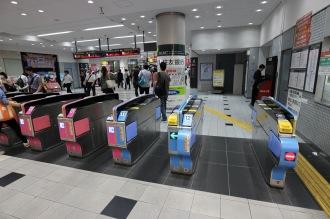 東急武蔵小杉駅の幅の広い改札機