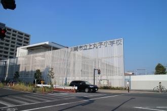 綱島街道から見た上丸子小学校