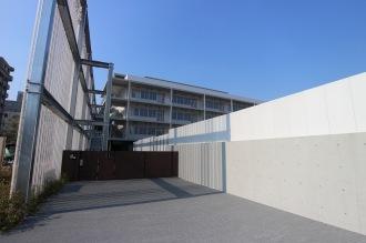 上丸子小学校の門