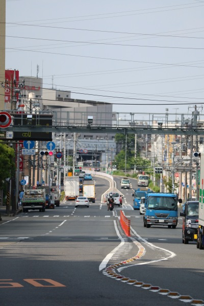 高台にのぼる綱島街道