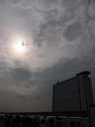 レジデンス・ザ・武蔵小杉屋上での日食観測