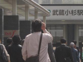 横須賀線武蔵小杉駅前での日食観測