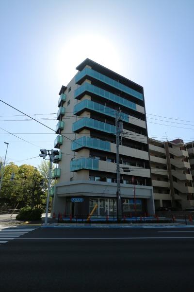 綱島街道の向かいから見たグリエラ武蔵小杉