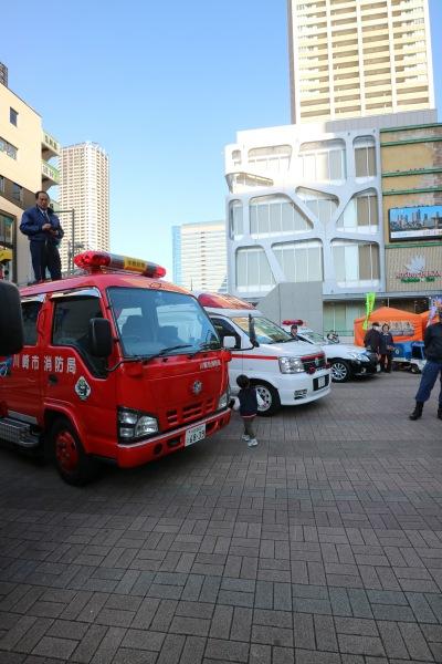 警察車両などの展示