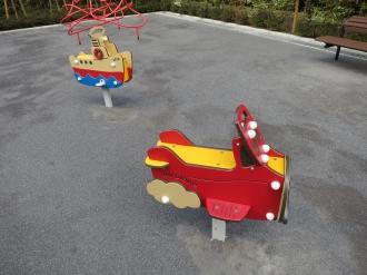 「市ノ坪広町公園」の遊具
