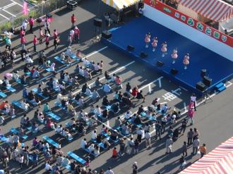 「川崎みなと祭り」のステージ