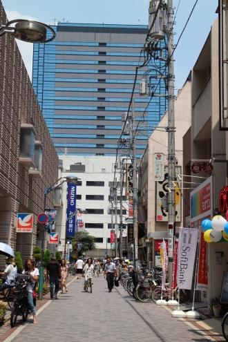 「カードクエスト3」会場となる商店街の一部(イトーヨーカドー前の通り)
