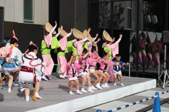 「多摩川マリコ蓮」のステージ(コスギフェスタ2014)