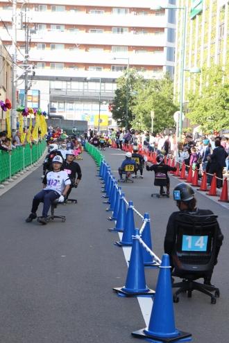 公道を封鎖するレース