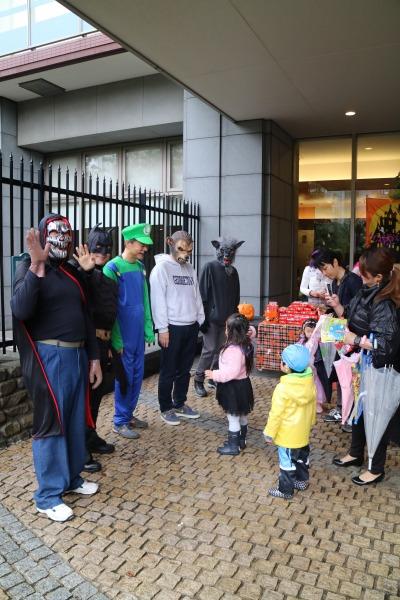 武蔵小杉の街を回る、ハロウィンの行列