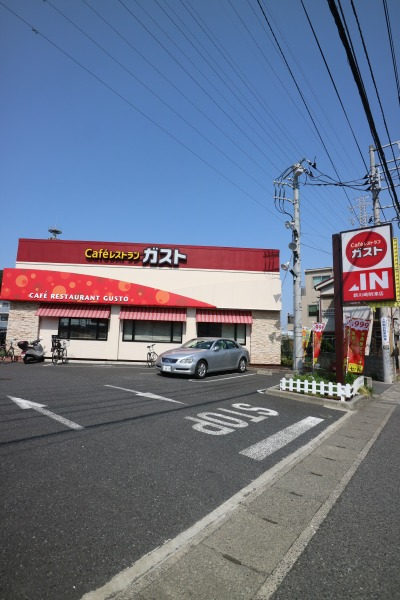 主な舞台となった「ガスト新川崎明津店」