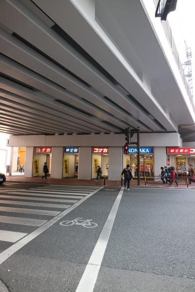 東急高架下の「コナカ武蔵小杉店」