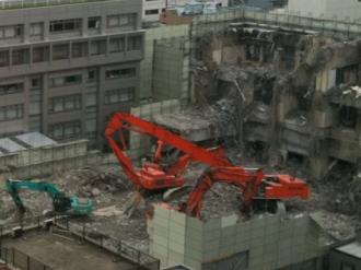 解体中の中原市民館