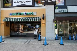 継続して営業している「エクセルシオールカフェ」「三井住友銀行ATM」